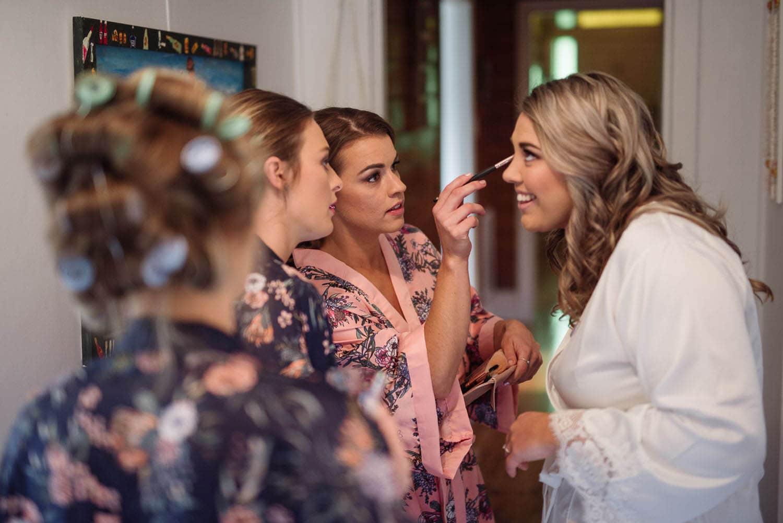 Bride doing makeup near Koroit