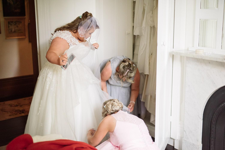 Bride dressing at Blauvelt Park Terang